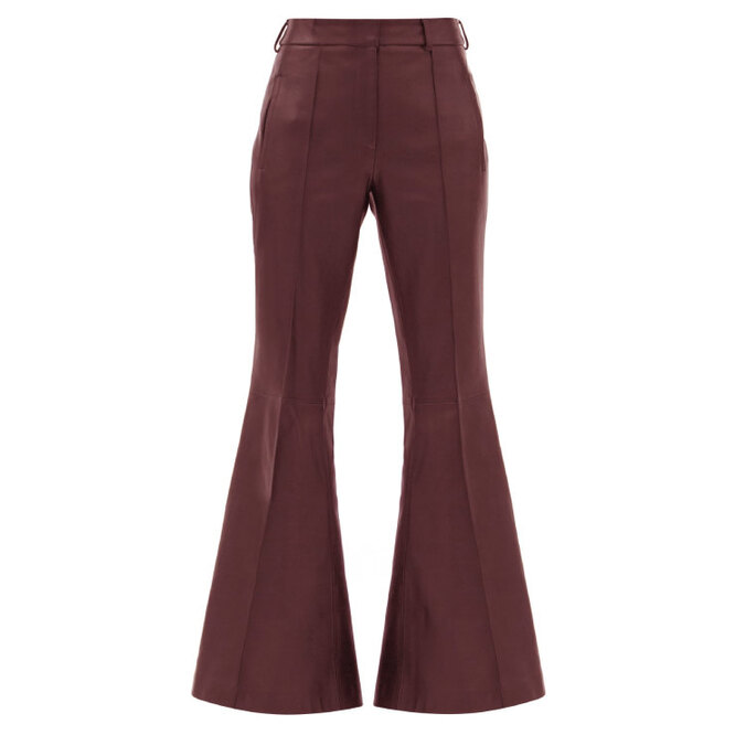 """<a href=""""https://www.matchesfashion.com/intl/products/Khaite-Charles-kick-flared-leather-trousers-1379209"""" target=""""_blank"""">KHAITE, 156 575 руб.</a>"""