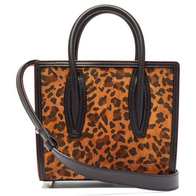 """<a href=""""https://www.matchesfashion.com/intl/products/Christian-Louboutin-Paloma-leopard-print-suede-tote-bag-1279278"""" target=""""_blank"""">CHRISTIAN LOUBOUTIN</a>, 97 665 руб."""