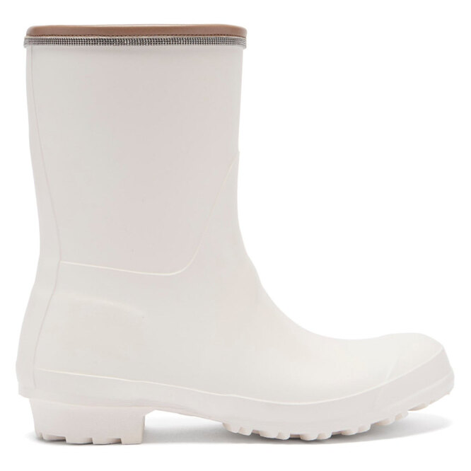 """САПОГИ&nbsp;<a href=""""https://www.matchesfashion.com/intl/products/Brunello-Cucinelli-Leather-trimmed-rubber-rain-boots-1403829"""" target=""""_blank"""">BRUNELLO CUCINELLI, 16 825 руб.</a>"""