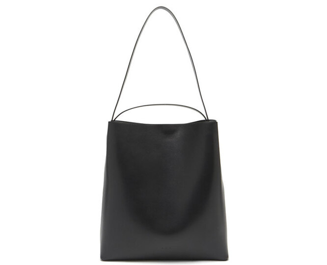 """<a href=""""https://www.matchesfashion.com/intl/products/Aesther-Ekme-Sac-leather-tote-bag%09-1400947"""" target=""""_blank"""">AESTHER EKME</a>, 37 870 рублей"""
