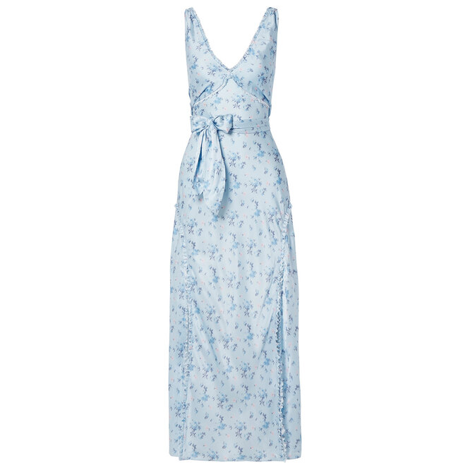 "Платье <a href=""https://www.net-a-porter.com/ru/en/product/1152287/loveshackfancy/kendall-floral-print-silk-satin-maxi-dress"" target=""_blank"">LOVESHACKFANCY</a>, 35 832 руб."