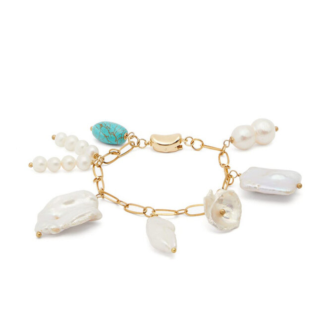 """<a href=""""https://www.matchesfashion.com/intl/products/Timeless-Pearly-Baroque-pearl-%26-turquoise-gold-plated-bracelet-1295851"""" target=""""_blank"""">TIMELESS PEARLY, &nbsp;8 846 руб.</a>"""