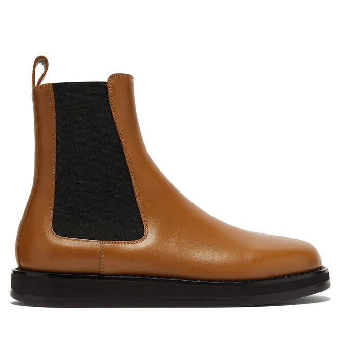 "<a href=""https://www.matchesfashion.com/intl/products/The-Row-Gaia-leather-Chelsea-boots-1330913"" target=""_blank"">THE ROW,&nbsp;117&nbsp;860&nbsp;руб.&nbsp;</a>"