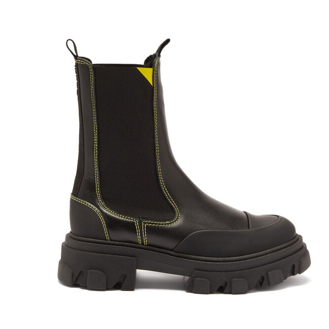 """<a href=""""https://www.matchesfashion.com/intl/products/Ganni-Chunky-topstitched-leather-Chelsea-boots-1373919"""" target=""""_blank"""">GANNI,&nbsp;25&nbsp;895&nbsp;руб.&nbsp;</a>"""