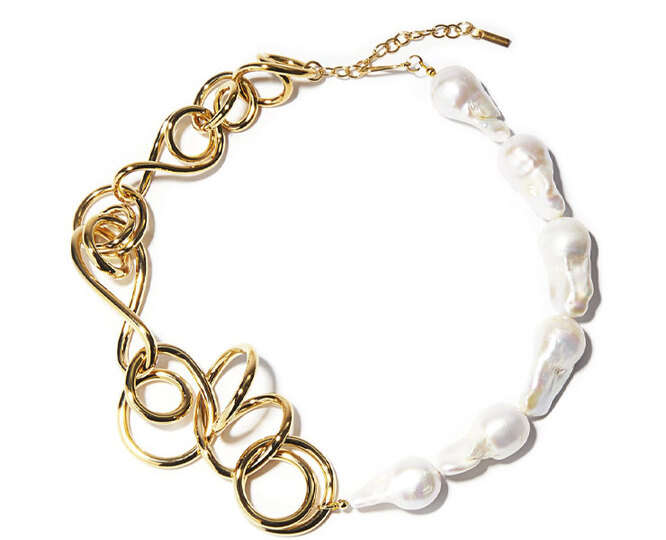 "ЦЕПЬ&nbsp;<a href=""https://www.matchesfashion.com/intl/products/Completedworks-Who's-in-Charge%3F-pearl-and-gold-vermeil-necklace-1395514"" target=""_blank"">COMPLETEDWORKS</a>, 51 105 рублей"