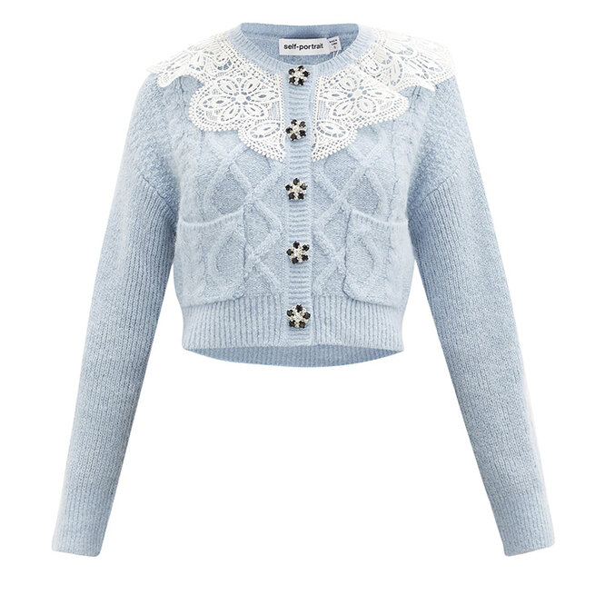 "КАРДИГАН&nbsp;<a href=""https://www.matchesfashion.com/intl/products/Self-Portrait-Lace-collar-cropped-cable-knit-cardigan-1388577"" target=""_blank"">SELF-PORTRAIT</a>, 23&nbsp;345 руб"