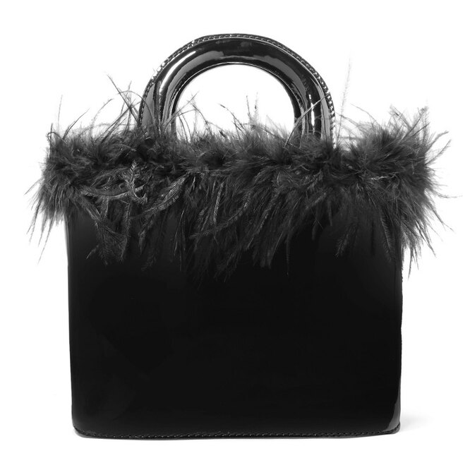 """<a href=""""https://www.net-a-porter.com/ru/en/product/1079634/STAUD/nic-feather-trimmed-patent-leather-tote"""" target=""""_blank"""">STAUD</a>,&nbsp;22 793&nbsp;руб."""