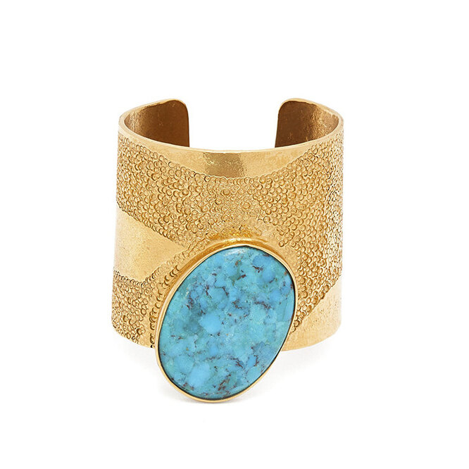 """<a href=""""https://www.matchesfashion.com/intl/products/Karry-Gallery-Turquoise-cuff-1308872"""" target=""""_blank""""><i>KARRY GALLERY, 44 389 руб.</i></a>"""