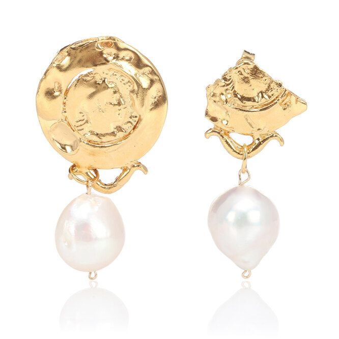 """<a href=""""https://www.mytheresa.com/en-de/alighieri-passione-di-napoli-24kt-gold-plated-earrings-with-baroque-pearls-1085922.html?catref=category"""" target=""""_blank"""">ALIGHIERI, 31 200 руб.</a>"""