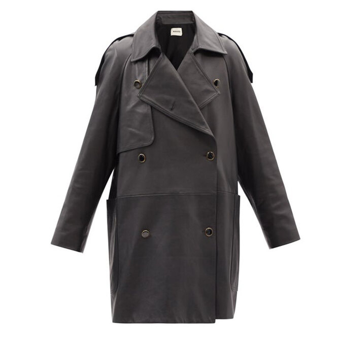 """<a href=""""https://www.matchesfashion.com/intl/products/Khaite-Eden-double-breasted-leather-trench-coat-1423850"""" target=""""_blank"""">KHAITE, 378&nbsp;530 руб.&nbsp;</a>"""