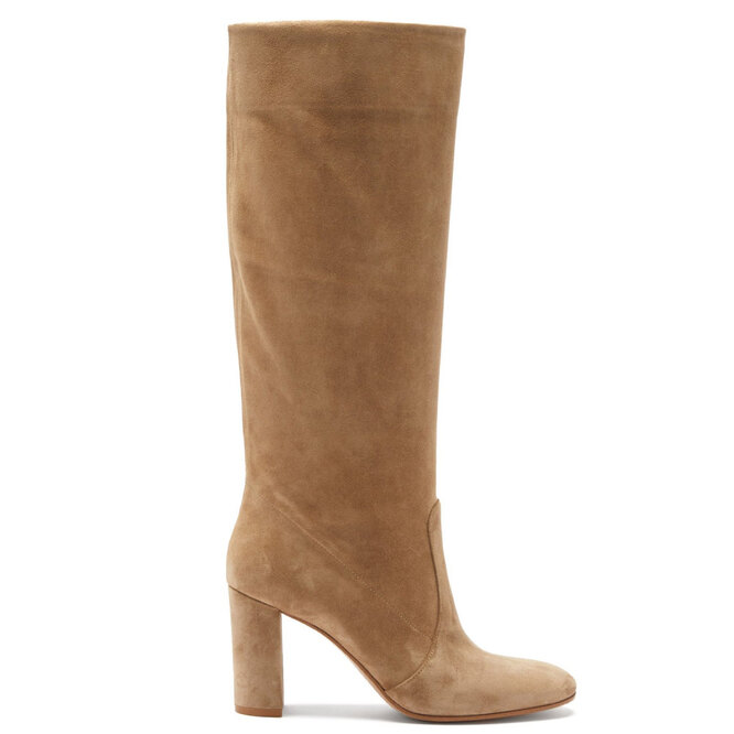 """<a href=""""https://www.matchesfashion.com/intl/products/Gianvito-Rossi-Knee-high-85-suede-boots%09-1423328"""" target=""""_blank"""">GIANVITO ROSSI</a>, 87 930 руб."""