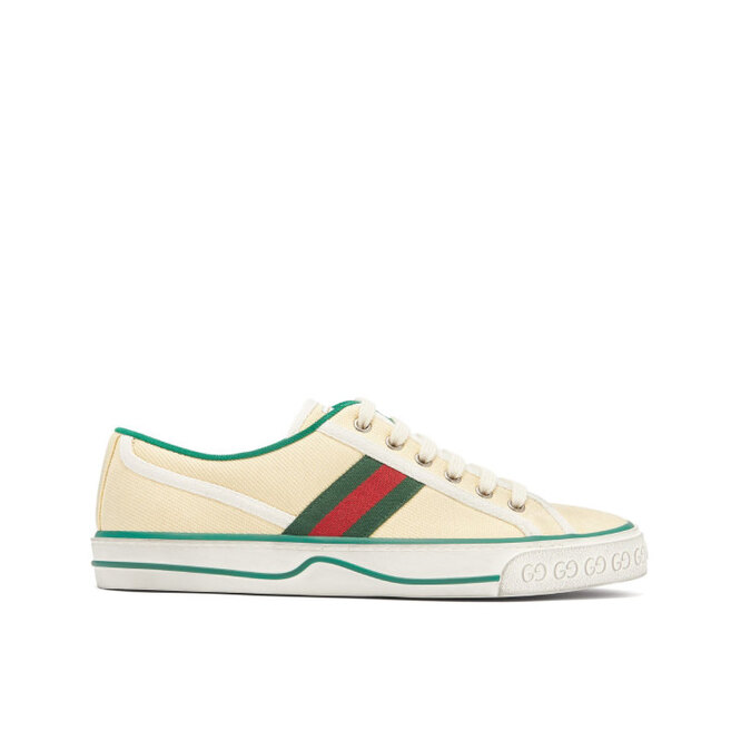 """<a href=""""https://www.matchesfashion.com/intl/products/Gucci-Tennis-1977-canvas-trainers--1320524"""" target=""""_blank"""">GUCCI, 35 600 руб.</a>"""