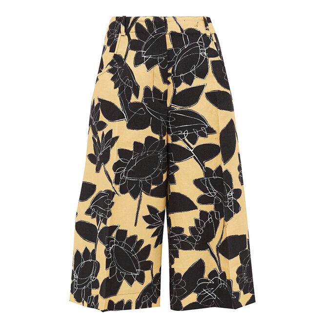 """<a href=""""https://www.matchesfashion.com/intl/products/Jacquemus-D%27Homme-floral-print-linen-blend-culottes--1330833"""" target=""""_blank"""">JACQUEMUS, 17&nbsp;930 руб.</a>"""