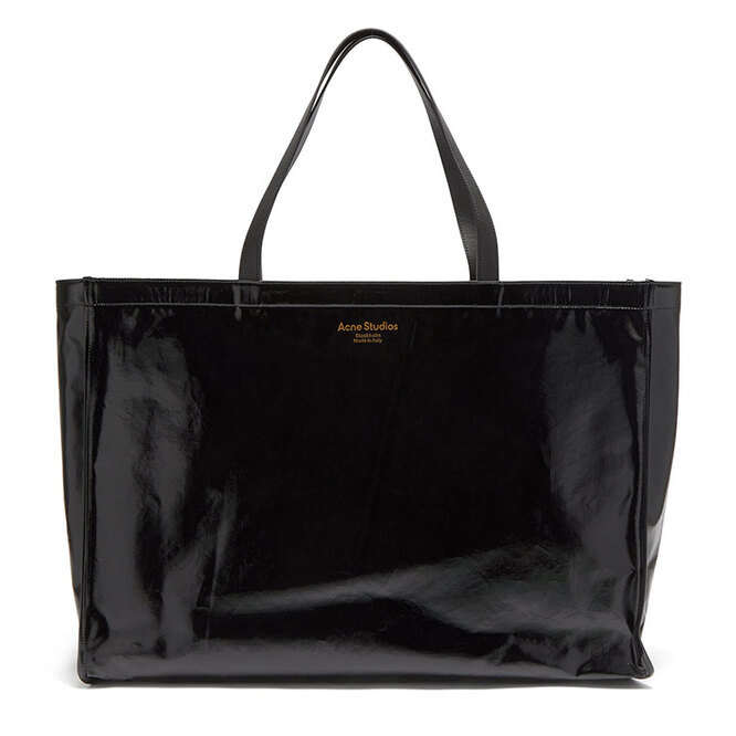 """СУМКА&nbsp;<a href=""""https://www.matchesfashion.com/intl/products/Acne-Studios-Agele-large-leather-trim-coated-canvas-tote-bag-1429399"""" target=""""_blank"""">ACNE STUDIOS, 25&nbsp;480 руб.&nbsp;</a>"""