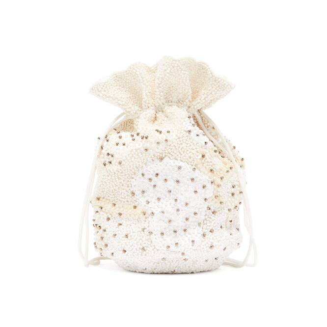 """<a href=""""https://www.matchesfashion.com/intl/products/Ganni-Bead-and-sequin-embellished-drawstring-pouch-1343640"""" target=""""_blank"""">GANNI,&nbsp;16&nbsp;035&nbsp;руб.&nbsp;</a>"""