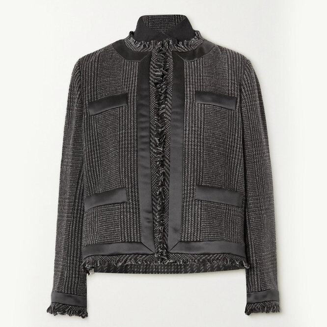 "<a href=""https://www.net-a-porter.com/en-ru/shop/product/sacai/fringed-satin-trimmed-prince-of-wales-checked-wool-blend-and-quilted-shell-jacket/1282604"" target=""_blank"">SACAI</a>, 129 865 рублей"