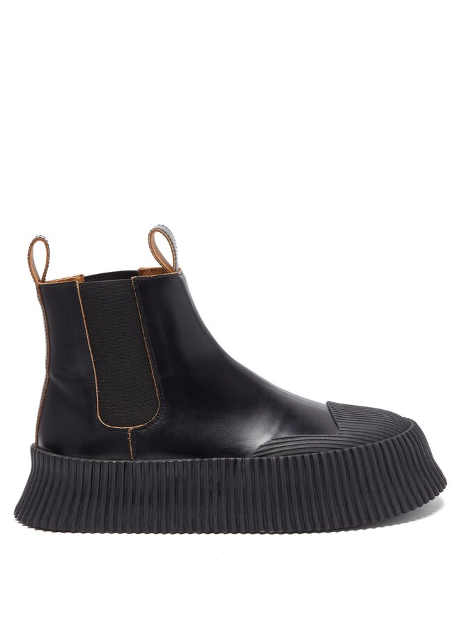"""<a href=""""https://www.matchesfashion.com/intl/products/Jil-Sander-Ribbed-sole-leather-Chelsea-boots-1384714"""" target=""""_blank"""">JIL SANDER</a>,&nbsp;32&nbsp;755 руб"""