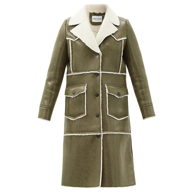 "Дубленка&nbsp;<a href=""https://www.matchesfashion.com/intl/products/Stand-Studio-Adele-faux-shearling-trimmed-faux-leather-coat-1395783"" target=""_blank"">STAND STUDIO</a>, 37 960 руб."