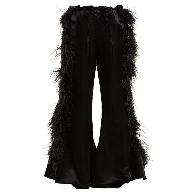 """<a href=""""https://www.matchesfashion.com/intl/products/Marques%27Almeida-Feather-embellished-kick-flare-satin-trousers--1202949"""" target=""""_blank"""">MARQUES&#39;ALMEIDA</a>,&nbsp;24 884&nbsp;руб."""