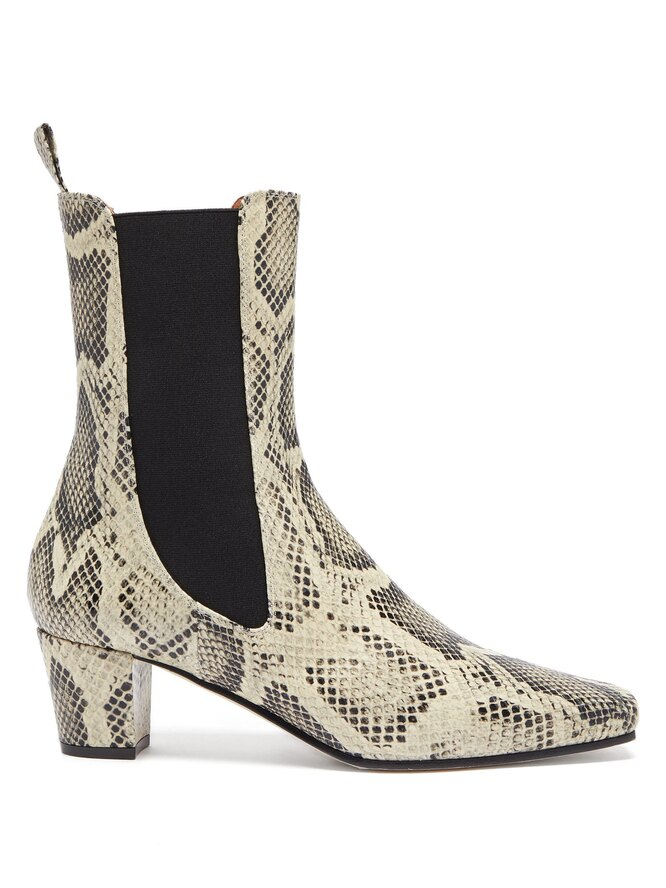 """<a href=""""https://www.matchesfashion.com/intl/products/Paris-Texas-Square-toe-python-effect-leather-Chelsea-boots-1379568"""" target=""""_blank"""">PARIS TEXAS</a>,&nbsp;32&nbsp;940 руб"""