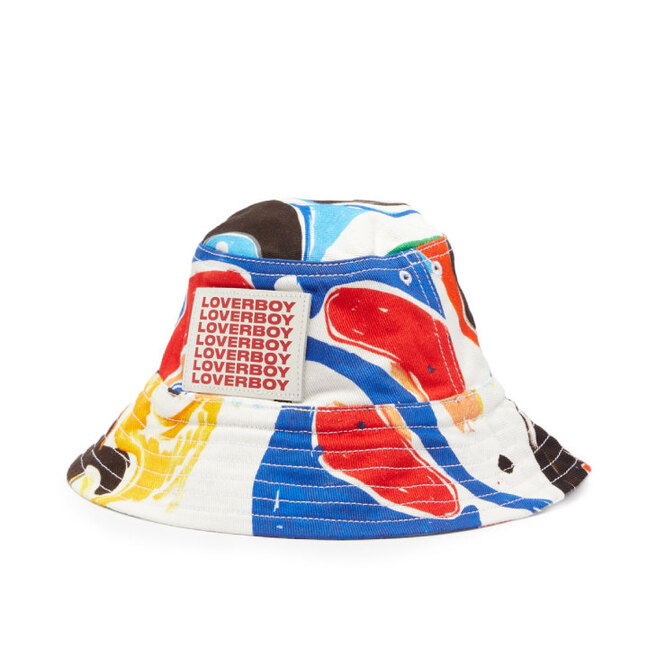 """<a href=""""https://www.matchesfashion.com/intl/products/Charles-Jeffrey-LOVERBOY-Abstract-print-twill-bucket-hat-1407993"""" target=""""_blank"""">CHARLES JEFFREY LOVERBOY, 10 060 руб.</a>"""