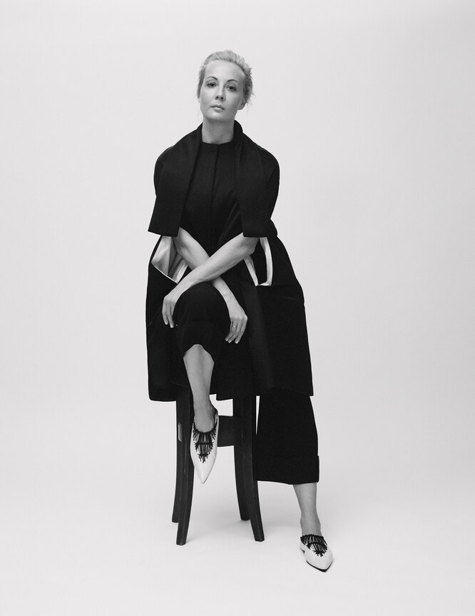 КЕЙП, БРЮКИ И БАЛЕТКИ, Jil Sander by Lucie and Luke Meier; ТОП, Brunello Cucinelli