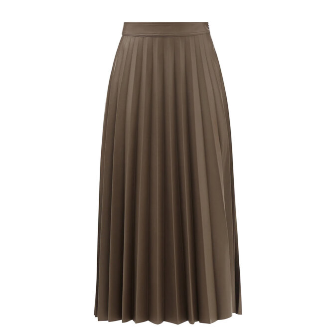 """<a href=""""https://www.matchesfashion.com/intl/products/Stand-Studio-Haven-pleated-faux-leather-maxi-skirt-1424123"""" target=""""_blank"""">STAND STUDIO, 23 020 руб.</a>"""