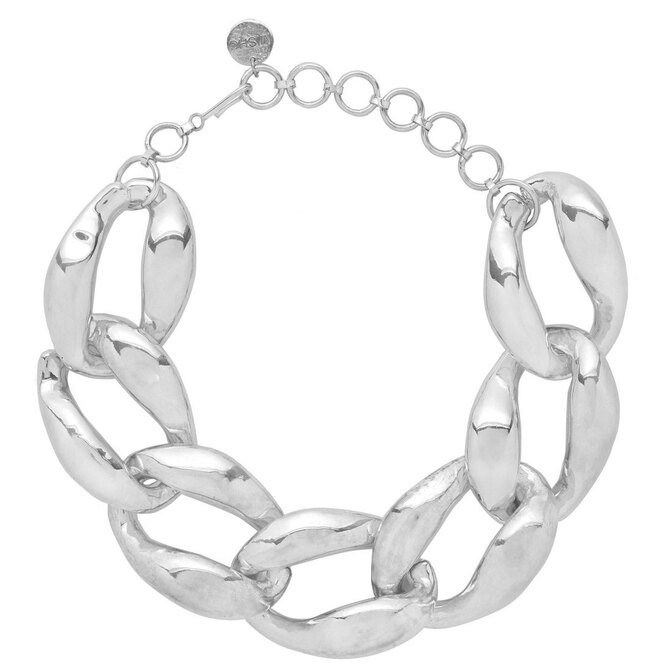 """<a href=""""https://www.matchesfashion.com/intl/products/Misho-Chunky-Chain-choker-necklace-1307350"""" target=""""_blank"""">MISHO, 22 970 руб.</a>"""