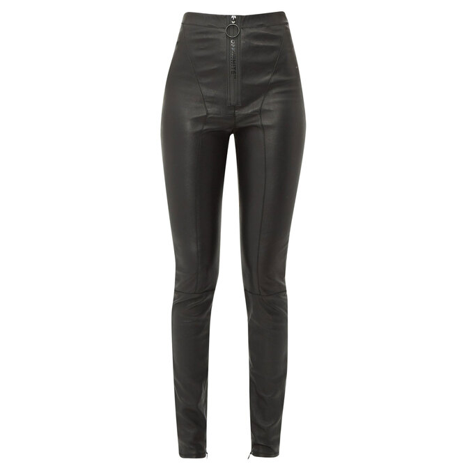 """<a href=""""https://www.matchesfashion.com/intl/products/Off-White-Logo-zip-front-leather-leggings-1295982"""" target=""""_blank"""">OFF-WHITE, 97 005 руб.</a>"""