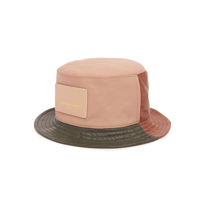 """<a href=""""https://www.matchesfashion.com/intl/products/Ruslan-Baginskiy-Panelled-leather-bucket-hat-1351905"""" target=""""_blank"""">RUSLAN BAGINSKIY,&nbsp;20&nbsp;190&nbsp;руб.&nbsp;</a>"""