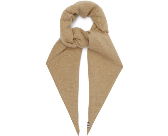 "КОСЫНКА&nbsp;<a href=""https://www.matchesfashion.com/intl/products/Extreme-Cashmere-No-35-stretch-cashmere-bandana-1398852"" target=""_blank"">EXTREME CASHMERE</a>, 66 860 рублей"