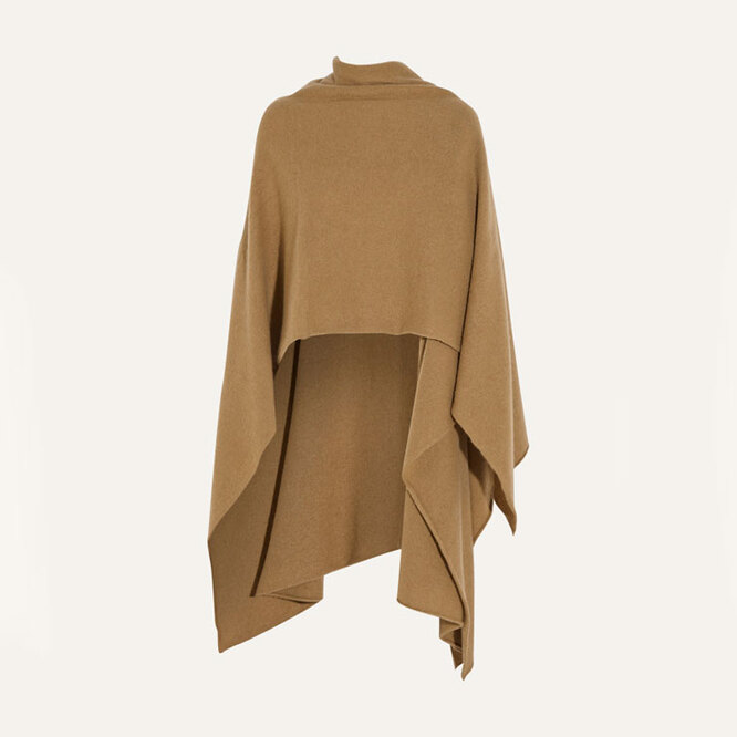 "<a href=""https://www.net-a-porter.com/en-ru/shop/product/madeleine-thompson/cashmere-wrap/543003"" target=""_blank"">MADELEINE THOMPSON,&nbsp;37&nbsp;163</a>&nbsp;руб.&nbsp;"