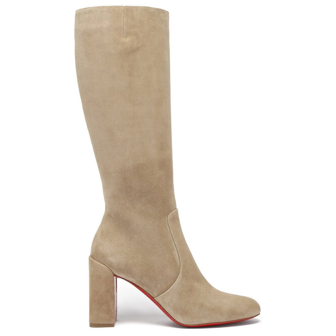 """<a href=""""https://www.matchesfashion.com/intl/products/Christian-Louboutin-Cavalika-85-suede-knee-boots-1386440"""" target=""""_blank"""">CHRISTIAN LOUBOUTIN</a>, 84 375 руб."""